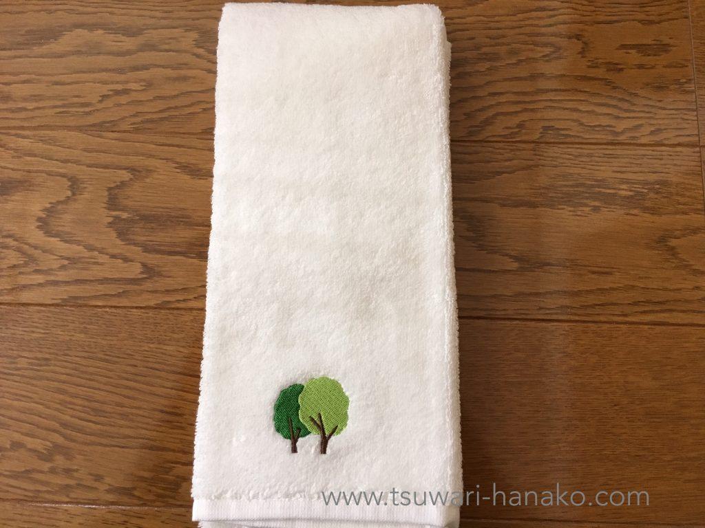 無印の二本の木の刺繍をしたタオル