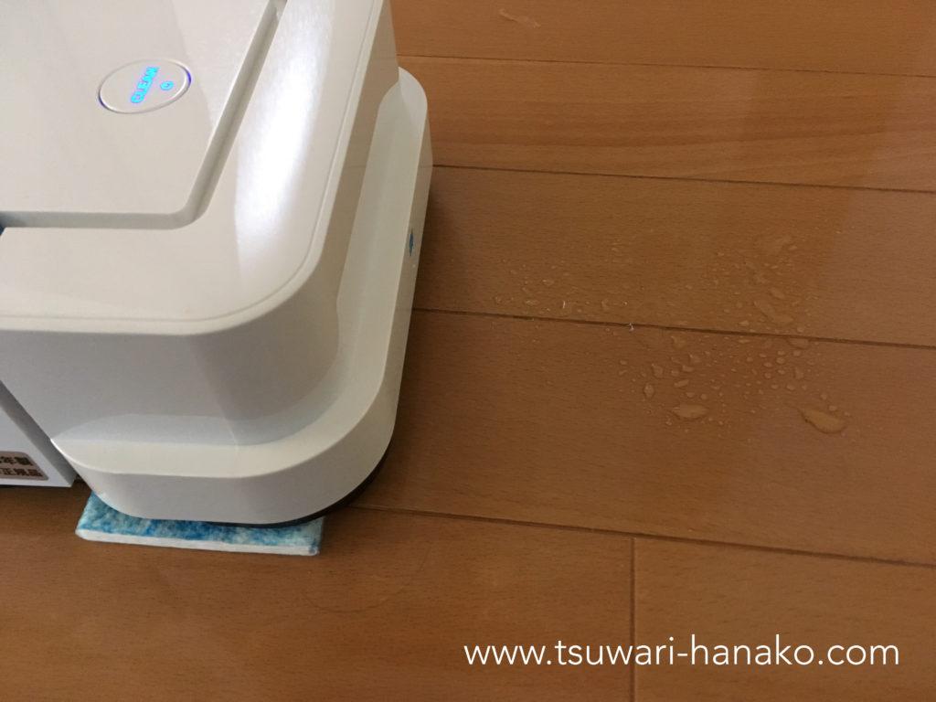ウェットモードで床拭き掃除をするブラーバジェット