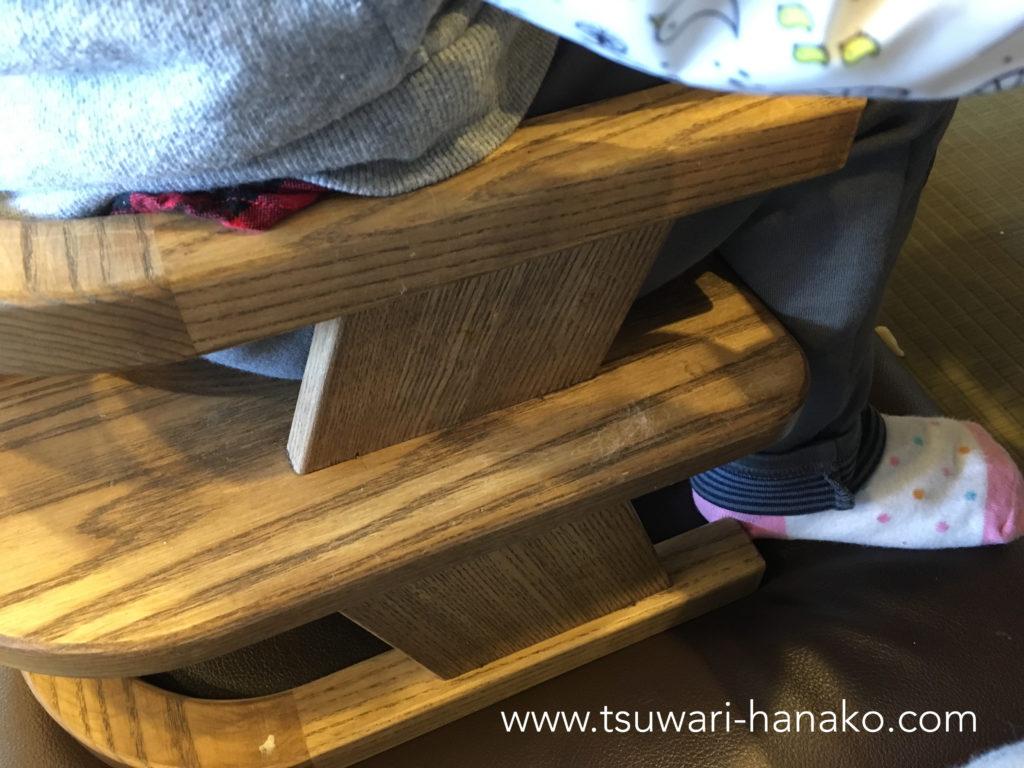 丸亀製麺の子供イスに座った子供