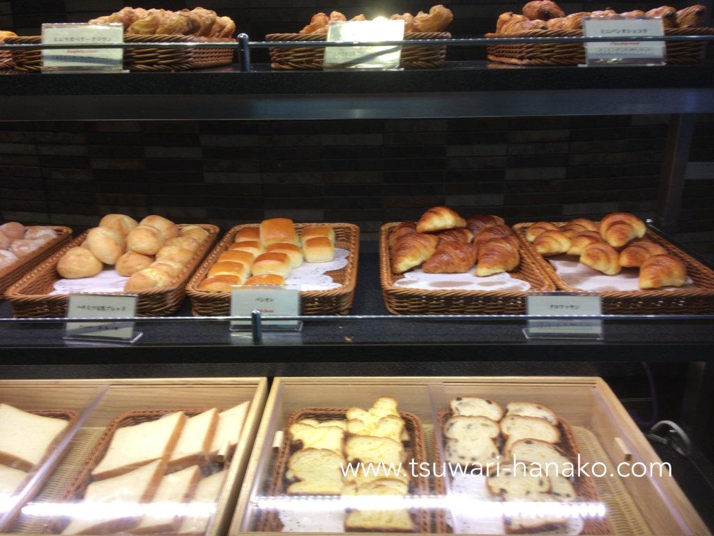 東京ベイ舞浜ホテルファイン・ビュッフェのパンコーナー