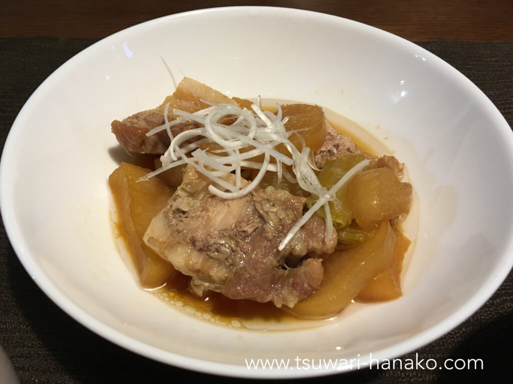 豚バラ肉で作った豚肉と大根のオイスター煮